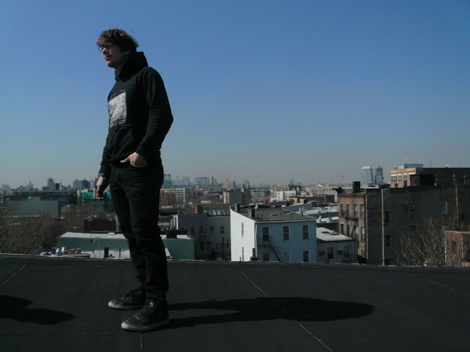 tom-on-lukes-roof